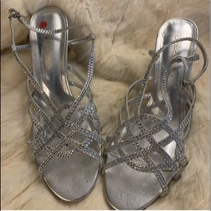 GORGEOUS SILVER HEELS WITH RHINESTONES